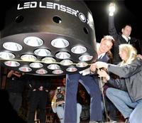 Этот фонарик отличается не только самыми большими габаритами, он так же демонстрирует рекордную эффективность
