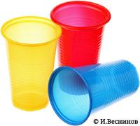 Фотография «Три одноразовых стаканчика разного цвета». Автор Игорь Веснинов / Фотобанк Лори